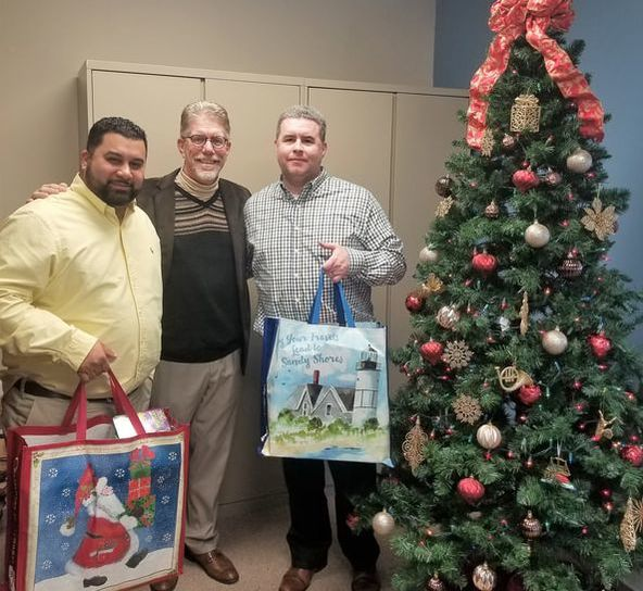 3-D Bail Bonds Gives back during the holidays
